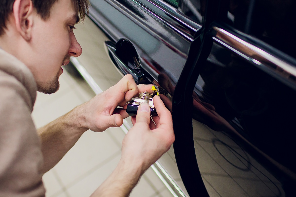 Call-Locksmith-Services-in-Los-Angeles-to-Help-Fix-or-Upgrade-Your-Automobile-Security
